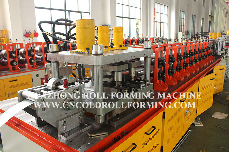 HORIZONTAL CONNECTOR ROLL FORMING MACHINE
